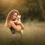 Diana Thijssen fotografie, vrouw in bloemenveld, Broekhuizenvorst, fotograaf Horst aan de maas, fotograaf Venlo, fotograaf Venray, natuur, hondenfotograaf, dromerige foto